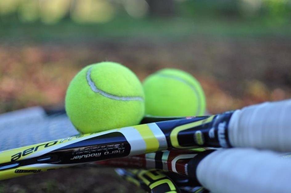 tennis-1776526_1280a.jpg